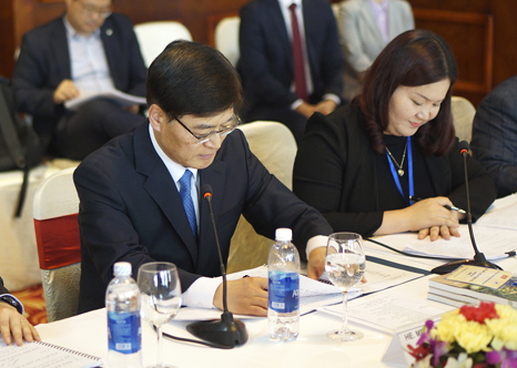 Minister Cho KyeungKyu meets with the Minister of Natural Resources and Environment of Vietnam(2)