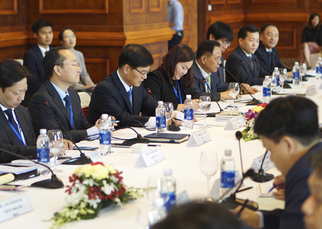 Minister Cho KyeungKyu meets with the Minister of Natural Resources and Environment of Vietnam(3)