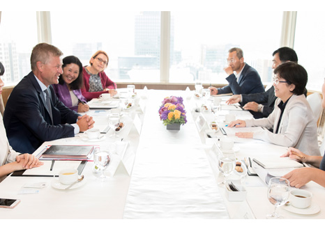Minister Kim Eunkyung meets with UNEP Executive Director(1)