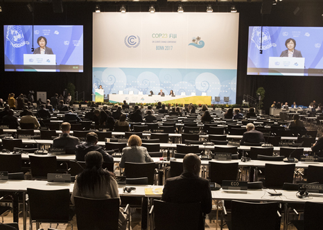 Minister delivers a keynote speech at COP23(2)