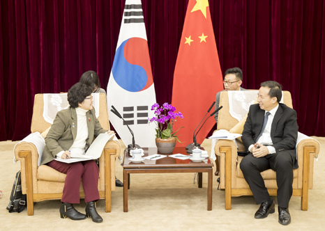 Minister meets with Chinese Environmental Protection Minister(2)